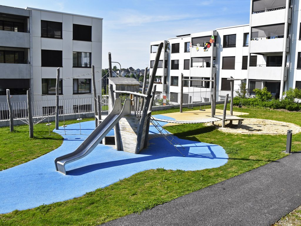 Amstutz Gartenbau AG, Spielplaetze, Kletterkombinatin, Fallschutz