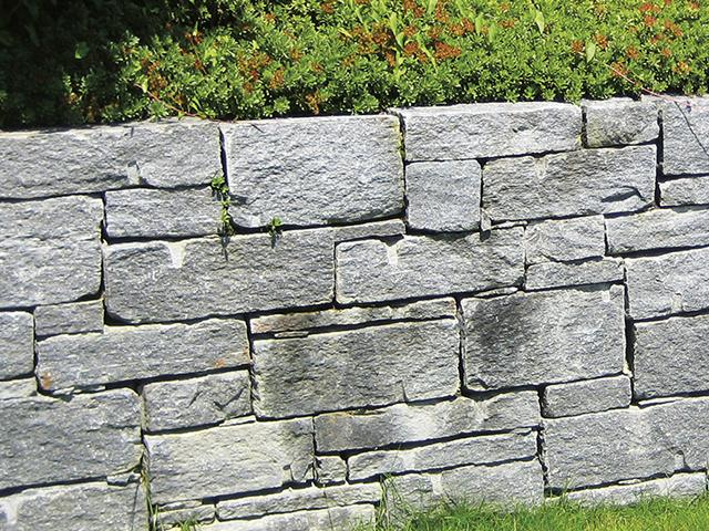Amstutz Gartenbau AG, Mauern, Tessiner Gneis