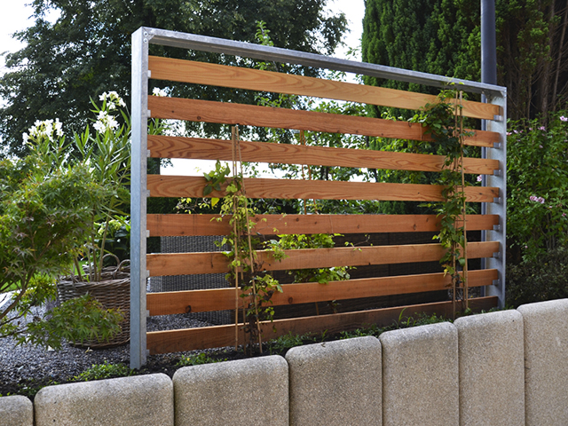 Amstutz Gartenbau AG, Sichtschutz, Stahlkonstruktion mit Holz